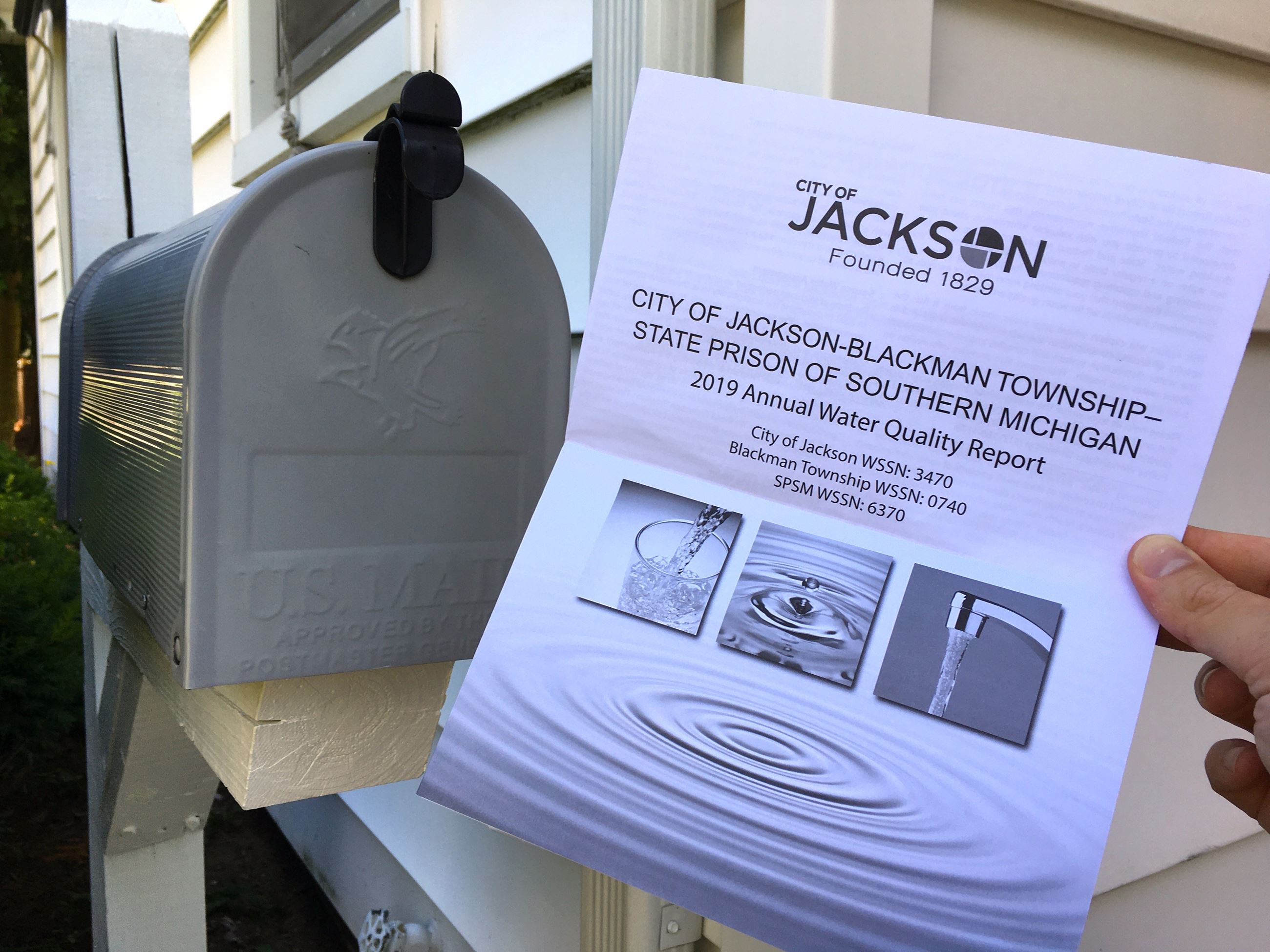 2019 Water Quality Report next to a mailbox.